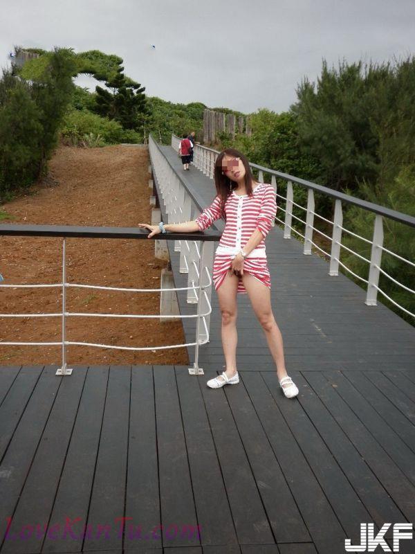 大膽人妻在北海岸裸露自拍完全無視遊客(16P)