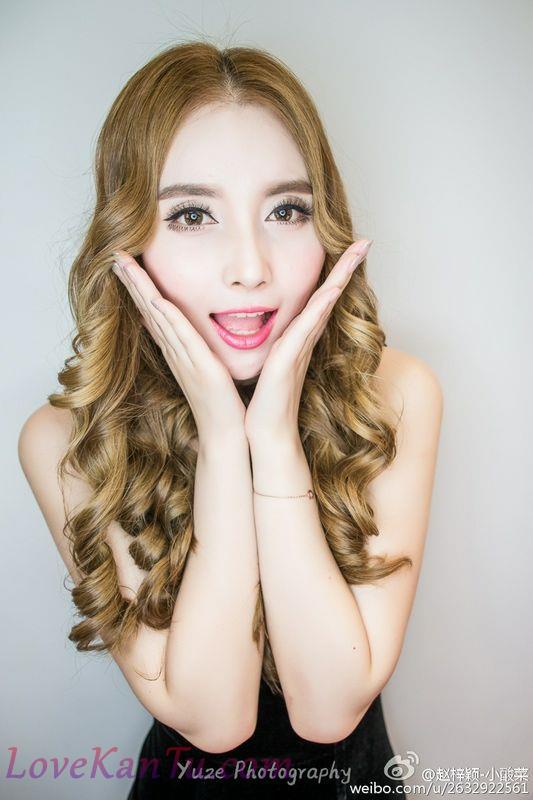 小酸菜赵梓颖江淮巡展首席车模